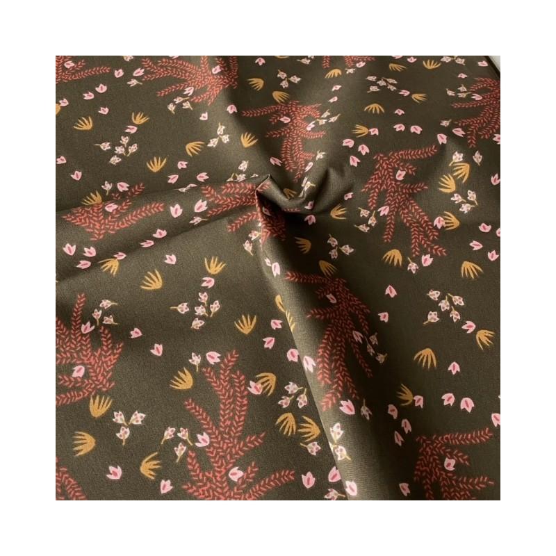 Bawełna HOSIA kwiatki różowe musztardowe wśród podłużnych gałązek na brązowym z nutą zieleni